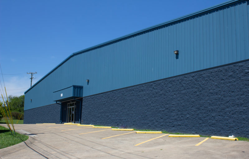 The new 67,000-sq.-ft. facility is seven-times larger than the company's other production kitchen in Pittsburg, California. It employs 30 people, but NomNomNow expects more than 100 to be employed there by the end of 2019.  The expansion comes as NomNomNow grows in both size and scope. The company recently acquired $13 million in venture funding and extended its made-to-order nutrition to include cats.