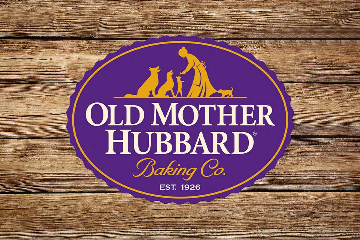 Old Mother Hubbard logo on wooden background (©STOCKR - STOCK.ADOBE.COM)