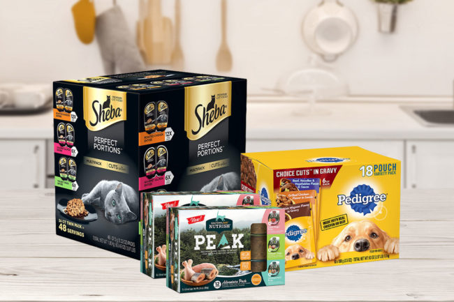 Multipacks of cat and dog foods on kitchen table (©STOCKR - STOCK.ADOBE.COM)