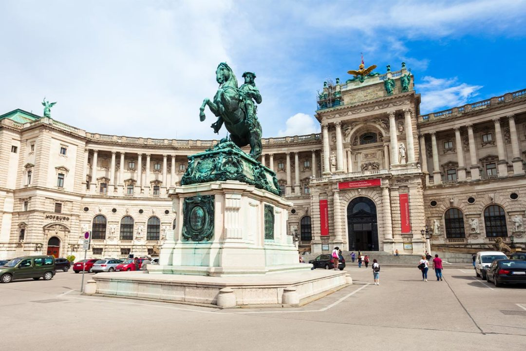 Hofburg Palace in Vienna, Austria (©STOCKR - STOCK.ADOBE.COM)