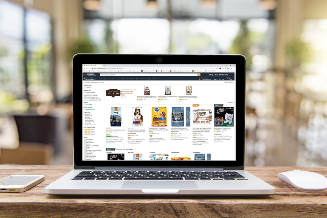 Amazon pet food search on Mac laptop screen (©STOCKR - STOCK.ADOBE.COM)