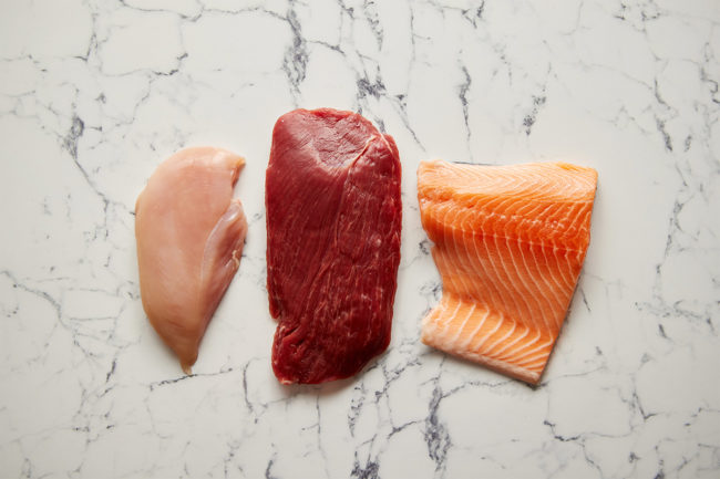 Chicken, beef and salmon on marble table (©STOCKR - STOCK.ADOBE.COM)