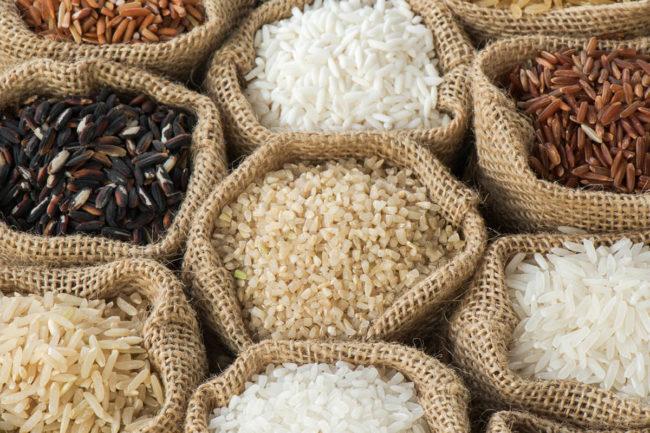 Variety of rice in bags (©STOCKR - STOCK.ADOBE.COM)