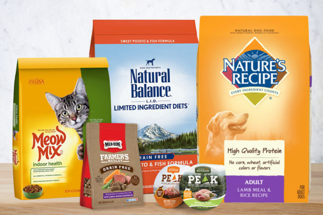Smucker's pet segment brands: Meow Mix, Milk Bone, Natural Balance, Nature's Recipe, and Rachael Ray Nutrish (©STOCKR - STOCK.ADOBE.COM background)